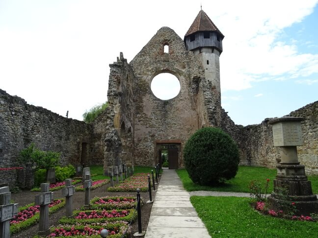 Rozeta in stil gotic si mormantul soldatilor germani